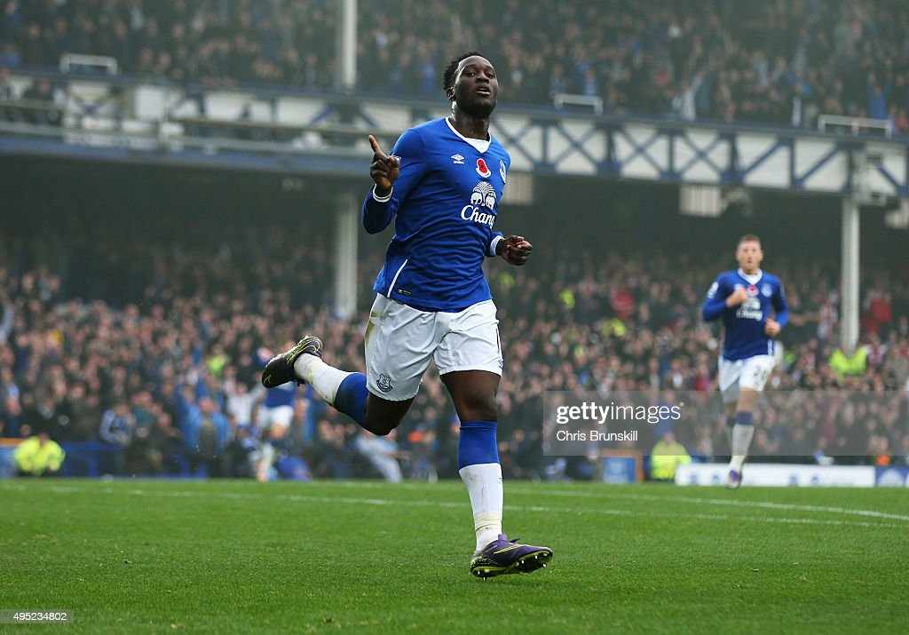 <a gi-track='captionPersonalityLinkClicked' href=/galleries/search?phrase=Romelu+Lukaku&family=editorial&specificpeople=6342802 ng-click='$event.stopPropagation()'>Romelu Lukaku</a> of Everton celebrates as he scores thier fourth goal during the Barclays Premier League match between Everton and Sunderland at Goodison Park on November 1, 2015 in Liverpool, England.