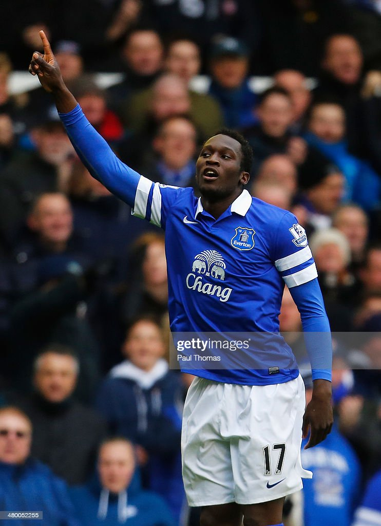 <a gi-track='captionPersonalityLinkClicked' href=/galleries/search?phrase=Romelu+Lukaku&family=editorial&specificpeople=6342802 ng-click='$event.stopPropagation()'>Romelu Lukaku</a> of Everton celebrates his goal during the Barclays Premier League match between Everton and Swansea City at Goodison Park on March 22, 2014 in Liverpool, England.
