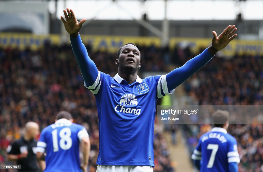 <a gi-track='captionPersonalityLinkClicked' href=/galleries/search?phrase=Romelu+Lukaku&family=editorial&specificpeople=6342802 ng-click='$event.stopPropagation()'>Romelu Lukaku</a> of Everton celebrates his goal during the Barclays Premier League match between Hull City and Everton at KC Stadium on May 11, 2014 in Hull, England.