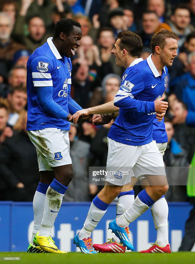<a gi-track='captionPersonalityLinkClicked' href=/galleries/search?phrase=Romelu+Lukaku&family=editorial&specificpeople=6342802 ng-click='$event.stopPropagation()'>Romelu Lukaku</a> of Everton celebrates his goal with <a gi-track='captionPersonalityLinkClicked' href=/galleries/search?phrase=Leighton+Baines&family=editorial&specificpeople=682452 ng-click='$event.stopPropagation()'>Leighton Baines</a> of Everton during the Barclays Premier League match between Everton and Swansea City at Goodison Park on March 22, 2014 in Liverpool, England.
