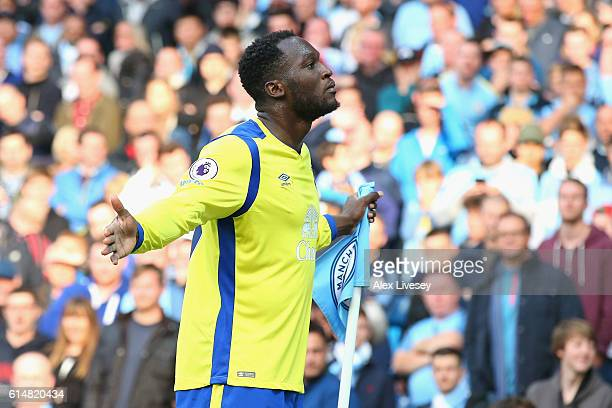 Romelu Lukaku of Everton celebrates scoring his sides first goal during the Premier League match between Manchester City and Everton at Etihad...