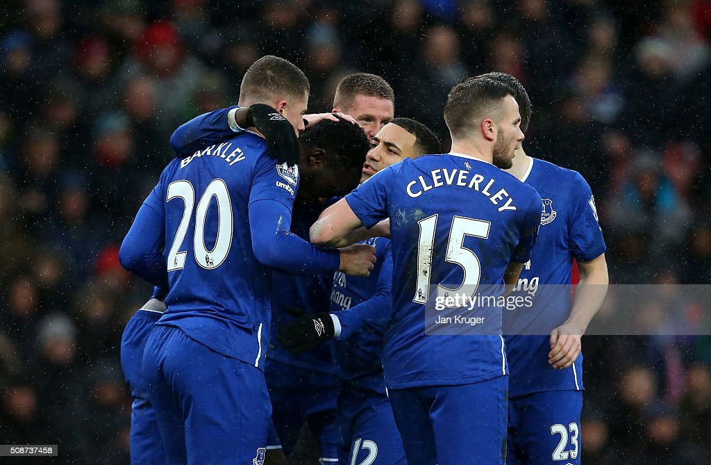 Romelu Lukaku (2nd L) of Everton celebrates scoring his team's first goal with his team mates during the Barclays Premier League match between Stoke City and Everton at Britannia Stadium on February 6, 2016 in Stoke on Trentl, England.