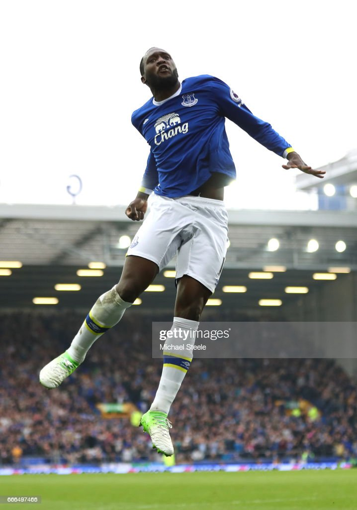Romelu Lukaku of Everton celebrates scoring his team's fourth goal during the Premier League match between Everton and Leicester City at Goodison Park on April 9, 2017 in Liverpool, England.