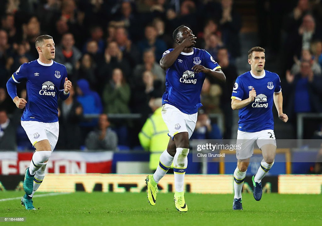 Romelu Lukaku of Everton (C) celebrates with team mates Ross Barkley (L) and Seamus Coleman (R) as he scores their first goal from a free kick during the Premier League match between Everton and Crystal Palace at Goodison Park on September 30, 2016 in Liverpool, England.