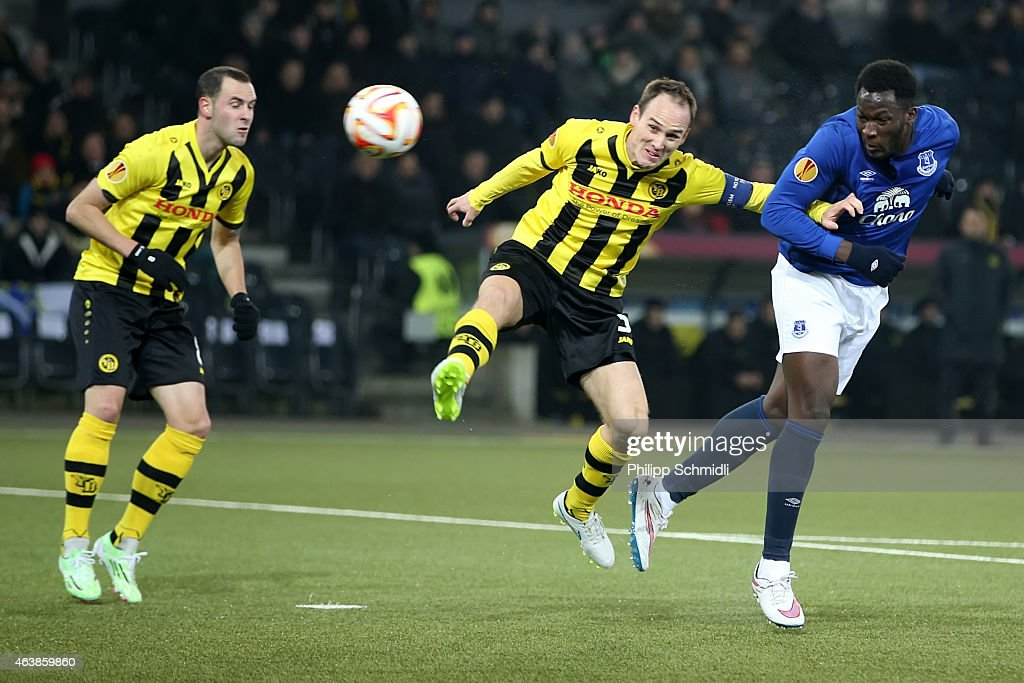 Romelu Lukaku of Everton FC (R) scores a goal against Steve Von Bergen (C) of BSC Young Boys during the UEFA Europa League Round of 32 match between BSC Young Boys and Everton FC at Stade de Suisse, Wankdorf on February 19, 2015 in Bern, Switzerland.