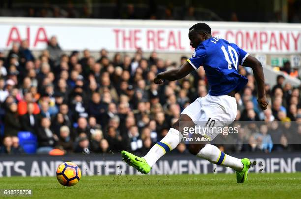 Romelu Lukaku of Everton scores his sides first goal during the Premier League match between Tottenham Hotspur and Everton at White Hart Lane on...