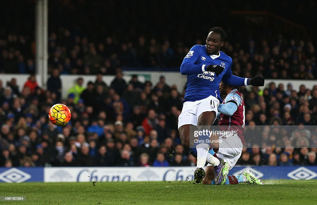 Romelu Lukaku of Everton scores his team's fourth goal during the Barclays Premier League match between Everton and Aston Villa at Goodison Park on November 21, 2015 in Liverpool, England.