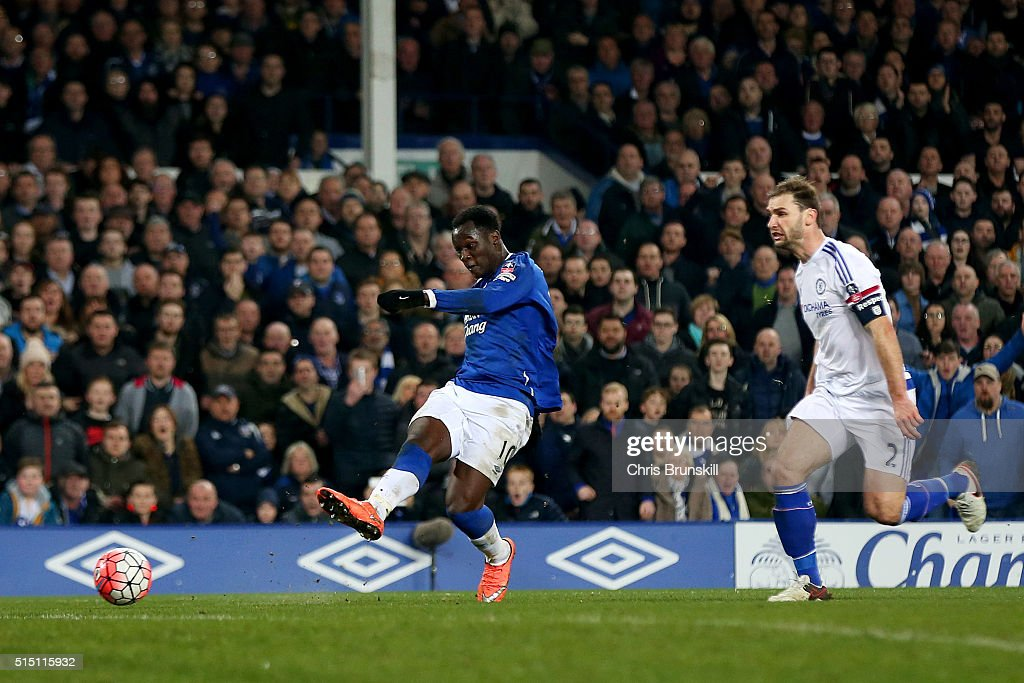 Romelu Lukaku of Everton scores his team's second goal during the Emirates FA Cup sixth round match between Everton and Chelsea at Goodison Park on March 12, 2016 in Liverpool, England.