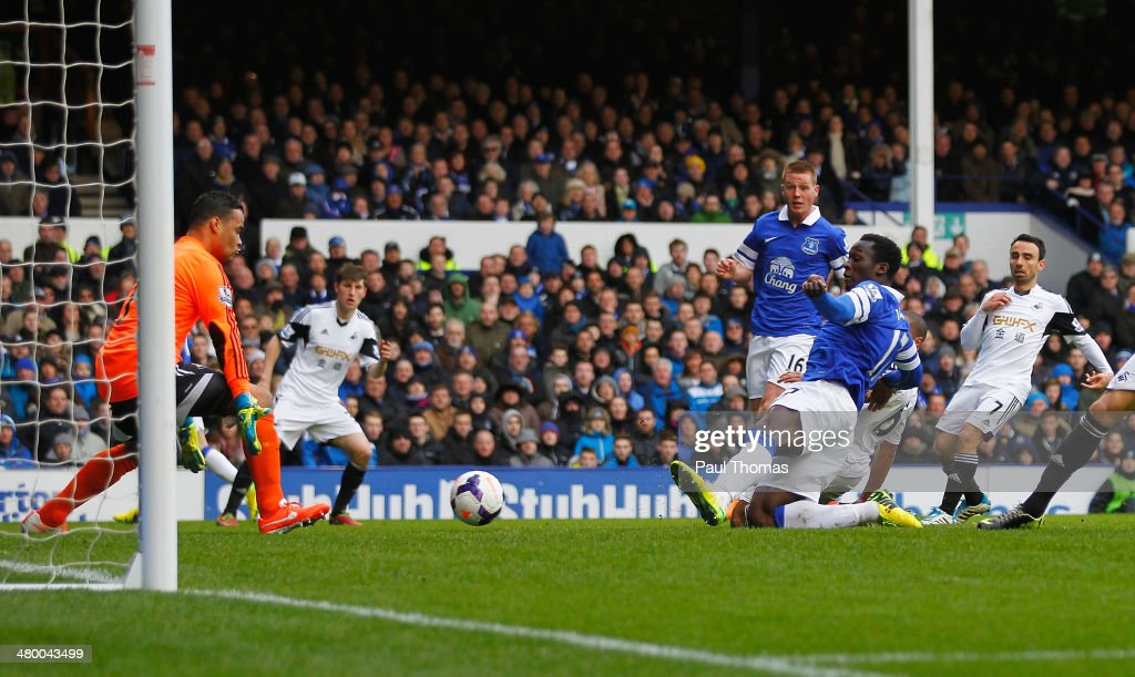 <a gi-track='captionPersonalityLinkClicked' href=/galleries/search?phrase=Romelu+Lukaku&family=editorial&specificpeople=6342802 ng-click='$event.stopPropagation()'>Romelu Lukaku</a> of Everton scores his team's second goal during the Barclays Premier League match between Everton and Swansea City at Goodison Park on March 22, 2014 in Liverpool, England.