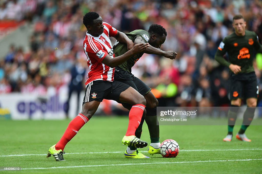 Romelu Lukaku of Everton scores his team's second goal during the Barclays Premier League match between Southampton and Everton at St Mary's Stadium on August 15, 2015 in Southampton, United Kingdom.