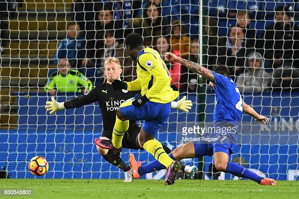 Romelu Lukaku of Everton scores his team's second goal during the Premier League match between Leicester City and Everton at The King Power Stadium...