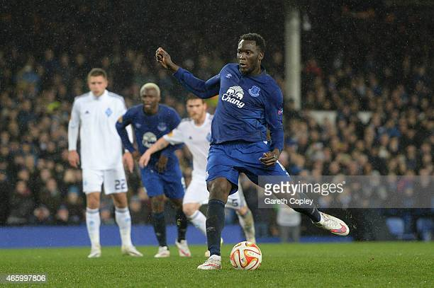 Romelu Lukaku of Everton scores his team's second goal from the penalty spot during the UEFA Europa League Round of 16 first leg match between...