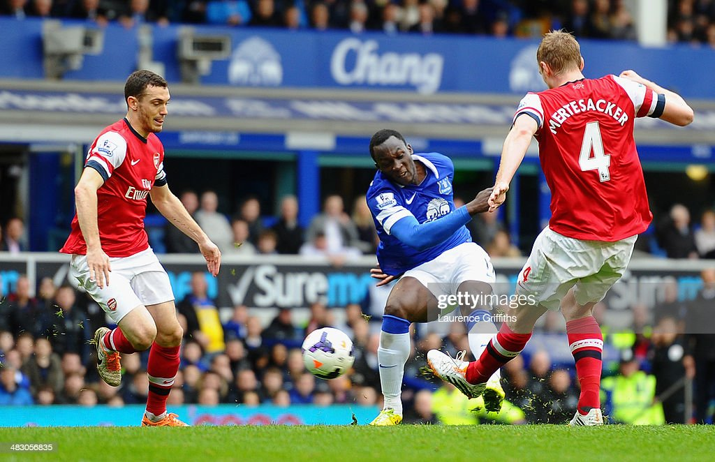 <a gi-track='captionPersonalityLinkClicked' href=/galleries/search?phrase=Romelu+Lukaku&family=editorial&specificpeople=6342802 ng-click='$event.stopPropagation()'>Romelu Lukaku</a> of Everton scores the second goal during the Barclays Premier League match between Everton and Arsenal at Goodison Park on April 6, 2014 in Liverpool, England.