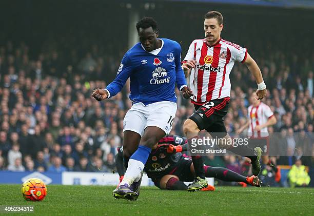 Romelu Lukaku of Everton scores their fourth goal during the Barclays Premier League match between Everton and Sunderland at Goodison Park on...