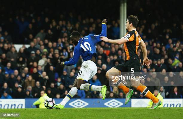 Romelu Lukaku of Everton scores their fourth goal during the Premier League match between Everton and Hull City at Goodison Park on March 18 2017 in...