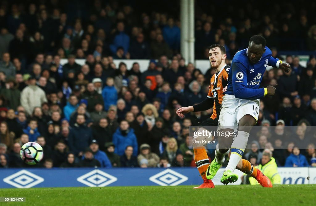 Romelu Lukaku of Everton scores their third goal during the Premier League match between Everton and Hull City at Goodison Park on March 18, 2017 in Liverpool, England.