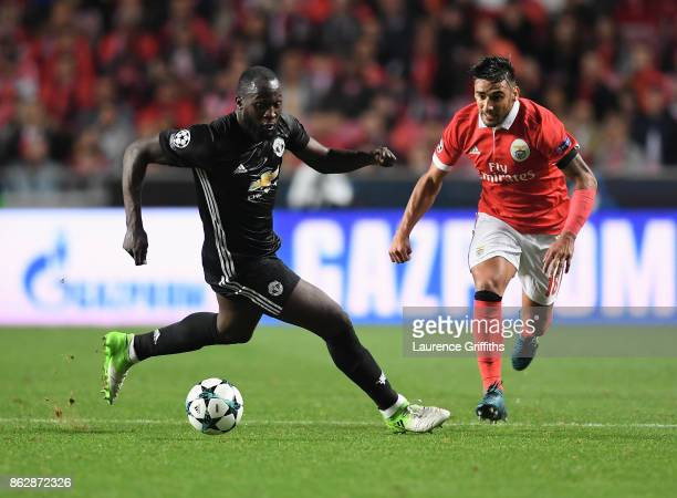 Romelu Lukaku of Manchester United and Eduardo Salvio of Benfica in action during the UEFA Champions League group A match between SL Benfica and...