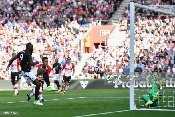Romelu Lukaku of Manchester United scores the opening goal during the Premier League match between Southampton and Manchester United at St Mary's...