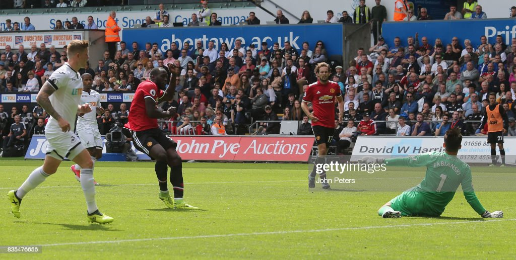 Romelu Lukaku of Manchester United scores their second goal during the Premier League match between Swansea City and Manchester United at Liberty Stadium on August 19, 2017 in Swansea, Wales.