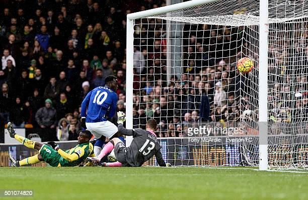 Romelu Lukaku scores during the Premier League match between Norwich City v Everton at Carrow Road on December 12 2015 in Norwich England
