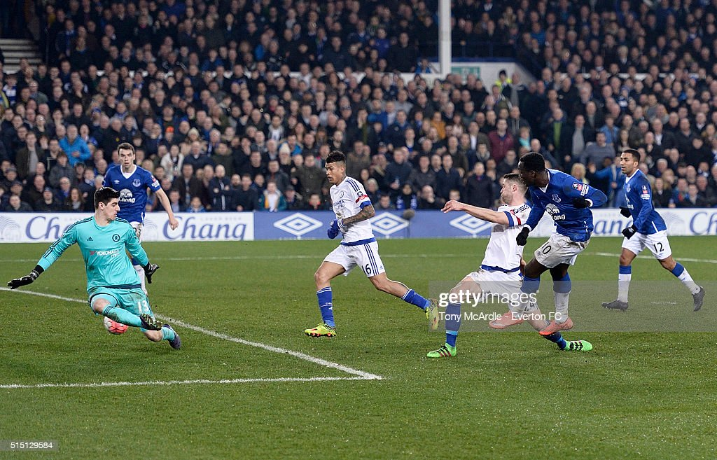 Romelu Lukaku shoots to score his first goal during The Emirates FA Cup Sixth Round match between Everton and Chelsea at Goodison Park on March 12, 2016 in Liverpool, England.