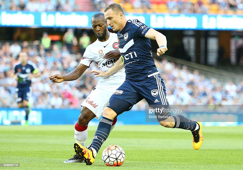 Romeo Castelen of the Wanderers and <a gi-track='captionPersonalityLinkClicked' href=/galleries/search?phrase=Besart+Berisha&family=editorial&specificpeople=737057 ng-click='$event.stopPropagation()'>Besart Berisha</a> of the Victory compete for the ball during the round 18 A-League match between the Melbourne Victory and Western Sydney Wanderers at Etihad Stadium on February 6, 2016 in Melbourne, Australia.