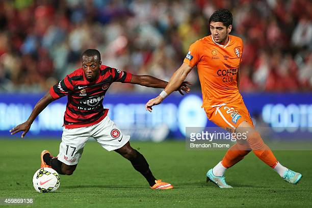 Romeo Castelen of the Wanderers competes with Dimitri Petratos of the Roar during the round four ALeague match between the Western Sydney Wanderers...