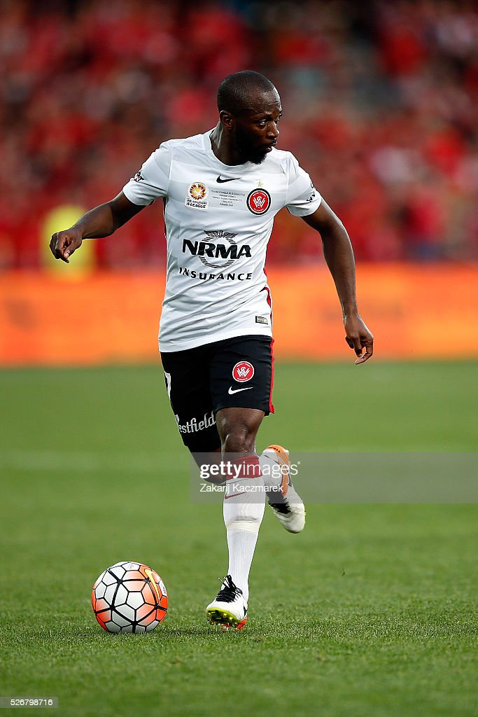 <a gi-track='captionPersonalityLinkClicked' href=/galleries/search?phrase=Romeo+Castelen&family=editorial&specificpeople=594428 ng-click='$event.stopPropagation()'>Romeo Castelen</a> of the Wanderers controls the ball during the 2015/16 A-League Grand Final match between Adelaide United and the Western Sydney Wanderers at Adelaide Oval on May 1, 2016 in Adelaide, Australia.