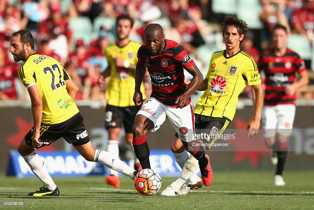 <a gi-track='captionPersonalityLinkClicked' href=/galleries/search?phrase=Romeo+Castelen&family=editorial&specificpeople=594428 ng-click='$event.stopPropagation()'>Romeo Castelen</a> of the Wanderers makes a break during the round 19 A-League match between the Western Sydney Wanderers and the Wellington Phoenix at Pirtek Stadium on February 14, 2016 in Sydney, Australia.