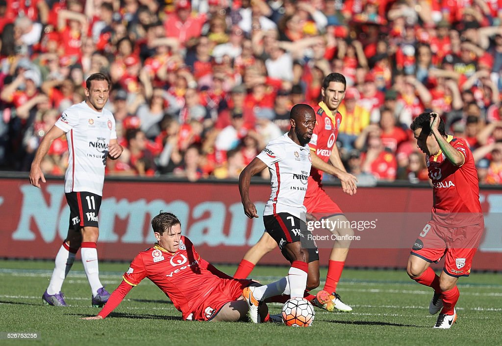 Romeo Castelen of the Wanderers runs with the ball during the 2015/16 A-League Grand Final match between Adelaide United and the Western Sydney Wanderers at Adelaide Oval on May 1, 2016 in Adelaide, Australia.
