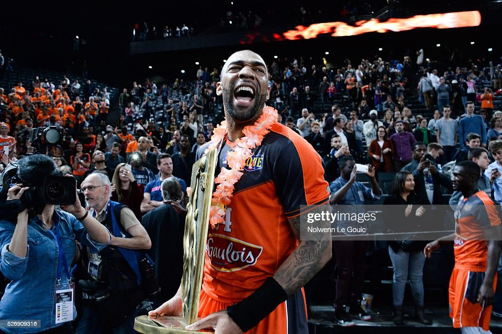 Romeo Travis of Le Mans celebrates victory during the Basketball men's National Cup between Le Mans and Lyon Villeurbanne at AccorHotels Arena on May 1, 2016 in Paris, France.