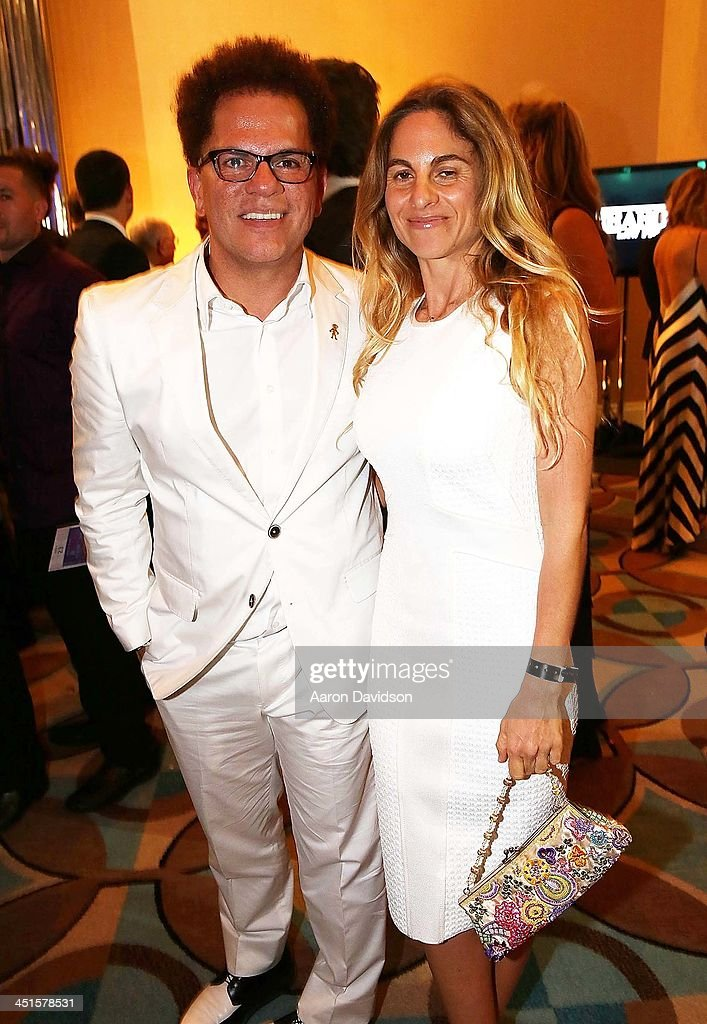 <a gi-track='captionPersonalityLinkClicked' href=/galleries/search?phrase=Romero+Britto&family=editorial&specificpeople=636637 ng-click='$event.stopPropagation()'>Romero Britto</a> and Bibiana Domit attends The Seventeenth Annual Best Buddies Miami Gala Auction at Fontainebleau Miami Beach on November 22, 2013 in Miami Beach, Florida.