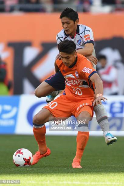 Romero Frank of Albirex Niigata and Yoshito Okubo of FC Tokyo compete for the ball during the JLeague J1 match between Albirex Niigata and FC Tokyo...