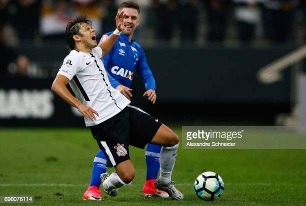 Romero of Corinthians and Ezequiel of Cruzeiro in action during the match between Corinthians and Cruzeiro for the Brasileirao Series A 2017 at Arena...