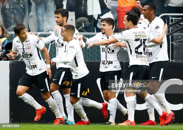 Romero of Corinthians celebrates their first goal during the match between Corinthians and Palmeiras for the Brasileirao Series A 2017 at Arena...