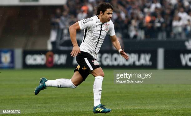 Romero of Corinthians run during the match between Corinthians and Vitoria for the Brasileirao Series A 2017 at Arena Corinthians Stadium on August...