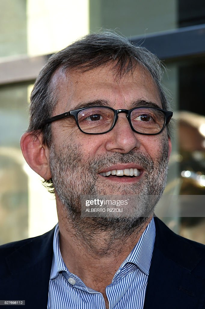 Rome's city council mayoral candidate Roberto Giachetti (Democratic Party PD) poses during a public debate on May 3, 2016 In Rome. Municipal elections will be held on June 5. / AFP / ALBERTO