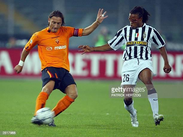 Rome's forward Francesco Totti vies with Juventus midfielder Dutch Edgar Davids 21 Septembre 2003 at Stadium delli Alpi in Turin during the italian...