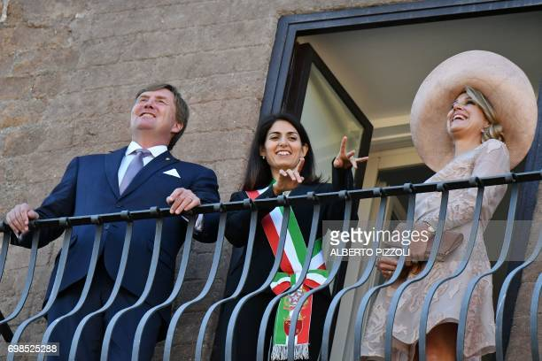 Rome's mayor Virginia Raggi stands on the balcony with King WillemAlexander and Queen Maxima of Netherlands during a meeting on June 20 2017 at Rome...