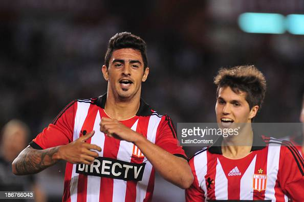 Román Martínez of Estudiantes celebrates a scored goal during a match between River Plate and Estudiantes as part of Torneo Inicial at Antonio...