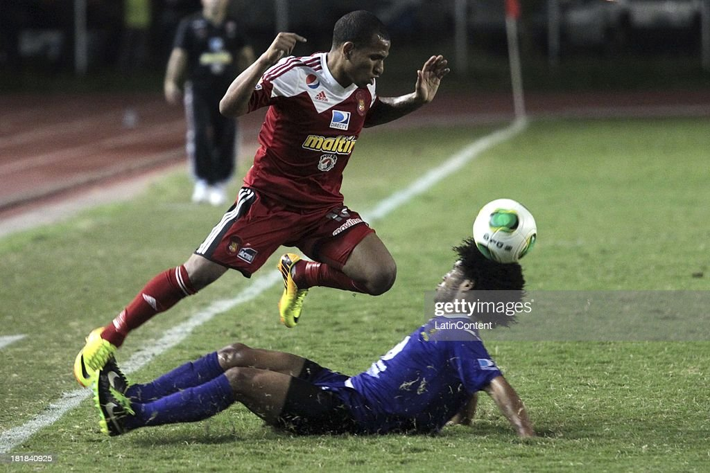 Romulo Otero of Caracas FC in action during a match between Caracas FC and Deportivo La Guaira as part of the Apertura 2013 at Brígido Iriarte Stadium on September 25, 2013 in Caracas, Venezuela.