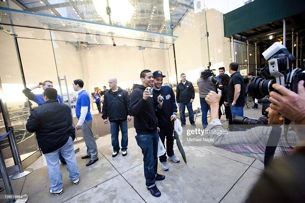 Romy DeJesus (C-L) and Fernando Martin (C-R) pose with their new Apple iPhone 4s outside of the Apple Store on Broadway and 67th Street on October 14, 2011 in New York City. The new phone, which went on sale at 8 am local time in the U.S., Canada, U.K., Japan, Australia, France and Germany, features a faster dual-core A5 chip, an 8MP camera that shoots 1080p HD video, and a voice assistant program.