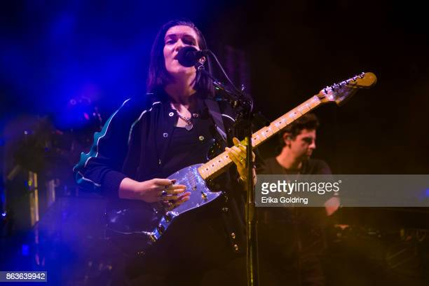 Romy Madley Croft and Jamie Smith of The xx perform at Champions Square on October 19 2017 in New Orleans Louisiana