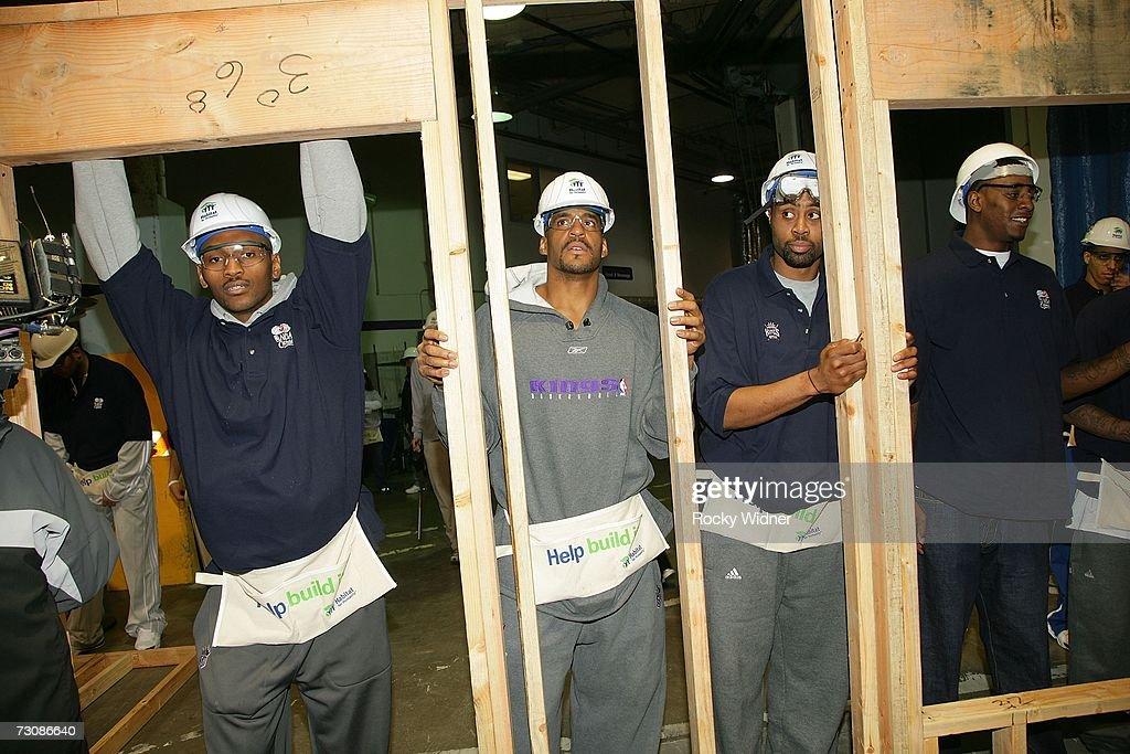 Ron Artest Corliss Williamson Kenny Thomas and Justin Williams of the Sacramento Kings help Habitat for Humanity build a home for Hurricane Katrina...