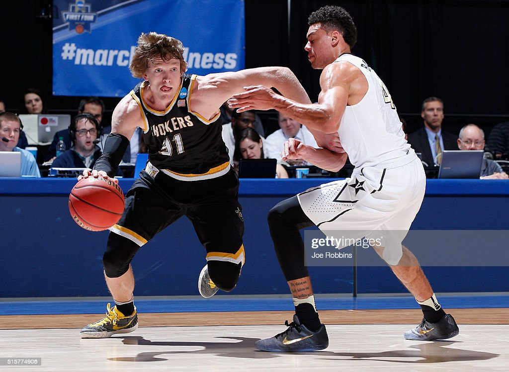 <a gi-track='captionPersonalityLinkClicked' href=/galleries/search?phrase=Ron+Baker+-+Basketballer&family=editorial&specificpeople=13909614 ng-click='$event.stopPropagation()'>Ron Baker</a> #31 of the Wichita State Shockers drives against Wade Baldwin IV #4 of the Vanderbilt Commodores in the first half of their game during the first round of the 2016 NCAA Men's Basketball Tournament at UD Arena on March 15, 2016 in Dayton, Ohio.