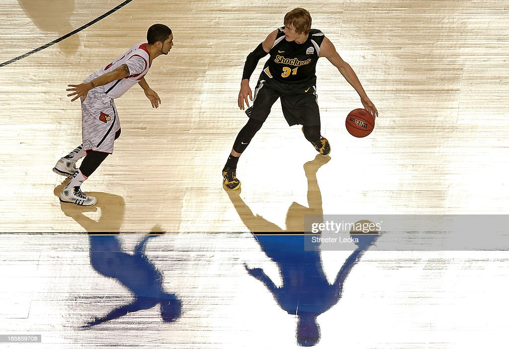 Ron Baker #31 of the Wichita State Shockers runs the offense in the first half against <a gi-track='captionPersonalityLinkClicked' href=/galleries/search?phrase=Peyton+Siva&family=editorial&specificpeople=5792001 ng-click='$event.stopPropagation()'>Peyton Siva</a> #3 of the Louisville Cardinals during the 2013 NCAA Men's Final Four Semifinal at the Georgia Dome on April 6, 2013 in Atlanta, Georgia.