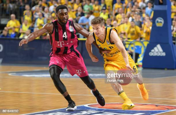 Ron Curry of Telekom Baskets Bonn and Bennet Hundt of Alba Berlin during the game between Alba Berlin and the Telekom Baskets Bonn at MercedesBenz...