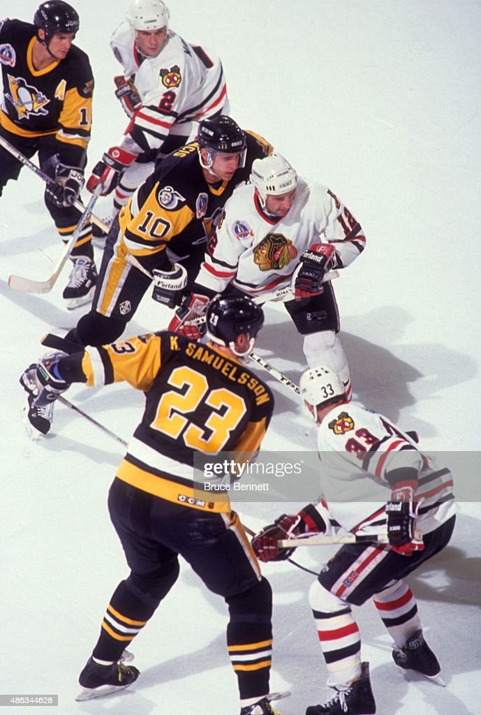 <a gi-track='captionPersonalityLinkClicked' href=/galleries/search?phrase=Ron+Francis&family=editorial&specificpeople=202889 ng-click='$event.stopPropagation()'>Ron Francis</a> #10 of the Pittsburgh Penguins and <a gi-track='captionPersonalityLinkClicked' href=/galleries/search?phrase=Brent+Sutter&family=editorial&specificpeople=1045160 ng-click='$event.stopPropagation()'>Brent Sutter</a> #12 of the Chicago Blackhawks take the face-off during Game 4 of the 1992 Stanley Cup Finals on June 1, 1992 at the Chicago Stadium in Chicago, Illinois.