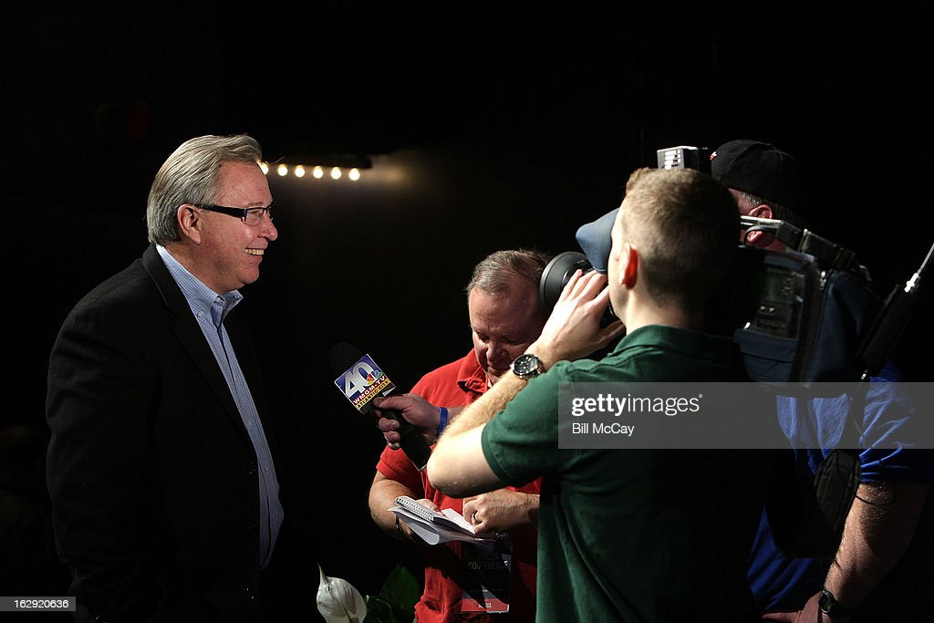 Ron Jaworski speaks to media as he attends the 76th Annual Maxwell Football Club Awards Dinner Press Conference on March 1, 2013 in Atlantic City, New Jersey.