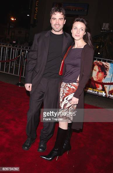 Ron Livingston and his fiancee Lisa Sheridan arrive at the premiere of 'Vanilla Sky'